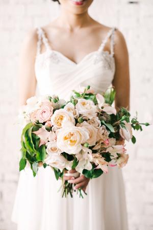 Elegant-Peach-Garden-Style-Bouquet-300x450